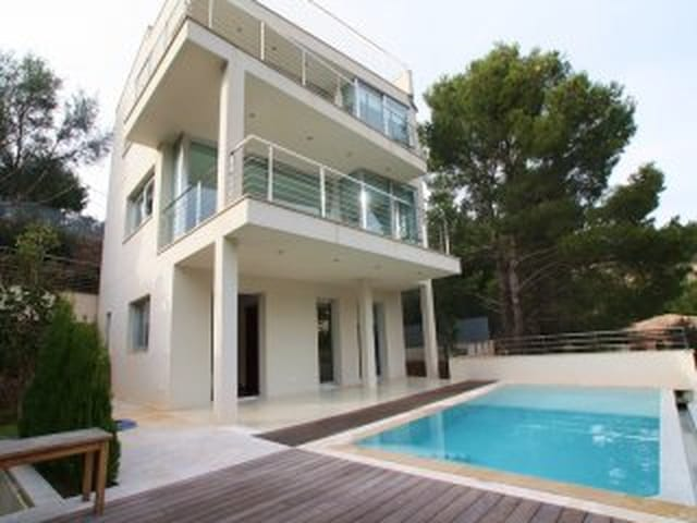 Minimalist Style House In An Exclusive Residental Area Of The Port
