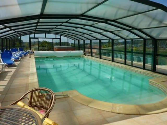 Large modern house with all modern conveniences, swimming pool and gym plus  fantastic views for sale. Lot